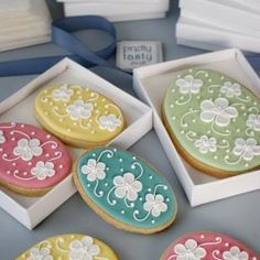 Pretty Iced Easter Biscuits  This holiday will be here before you know it.. I think Easter is in April of 2014.. think that on Valentine's Day, can start practicing, but don't wait too long.. thanks for posting this.