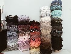 Scrunchies - Just another WordPress site School Looks, Hair Jewelry, Jewelry Art, Looks Style, My Style, Cute Bracelets, White Girls, Hair Ties, Headbands