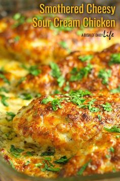 This family friendly Smothered Cheesy Sour Cream Chicken dish is quick, easy, and delicious! There's only ten minutes of prep time and then the oven takes care of the rest! Cream Of Chicken, Chicken Rice, Crack Chicken, Chicken Soup, Cheesy Chicken, Chicken Tacos, Grilled Chicken, Easy Dinner Recipes, Sour Cream Recipes Dinner