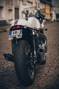 Triumph thruxton Triumph 900, Triumph Thruxton 900, Triumph Cafe Racer, Cafe Racer Bikes, Cafe Racer Motorcycle, Triumph Bonneville, Triumph Motorcycles, Vintage Motorcycles, Motorcycle Gear