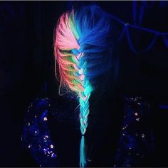 Glow-In-The-Dark Dye Turns Your Hair Into Eye-Catching, Neon Rainbow Locks - DesignTAXI.com