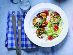 Découvrez la recette des aubergines grillées,tofu et salade iceberg au gomasio d'Erwwann Menthéour