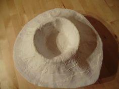 fabrication d'un volcan en bandes platrées