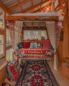 Tiny House Movement and Why it's so Popular - Rustic Design Tiny House Movement, How To Build A Log Cabin, Cabin In The Woods, Mountain Cabin Decor, Mountain Cabins, Aesthetic Rooms, Tiny House Living, Log Cabin Living, Modular Homes