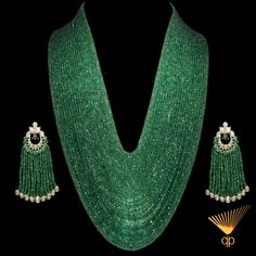 stunning Emerald necklace and polki earrings India Jewelry, Jewelry Sets, Unique Jewelry, Vintage Jewelry, Fine Jewelry, Jewelry Design, Luxury Jewelry, Jewelry Rings, Emerald Necklace
