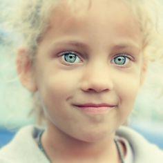 Hoy el rubio es albino con tu mirada.