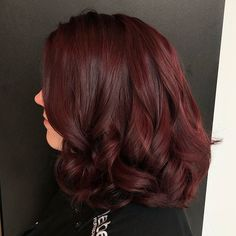 37 Trending Mulled Wine Hair Color for Winter - Haare - couleur de cheveux Hair Color Auburn, Red Hair Color, Hair Color Balayage, Hair Highlights, Red Balayage Hair Burgundy, Dark Red Hair Burgundy, Brownish Red Hair, Ashy Balayage, Peekaboo Highlights