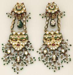 #kundan, #indianjewelry, #mughaljewelry, #shaadi, #india, #diamond, #shaadijewelry , #goldjewelry, #gold, #earrings