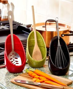 kitchen utensils The Speckled Spoon Rest lends a helping hand as you whip up your favorite meal. It holds spoons and other kitchen utensils while you're cooking. The handle is held in Modern Farmhouse Kitchens, Farmhouse Style Kitchen, New Kitchen, Kitchen Dining, Kitchen Decor, Kitchen Storage, Cabinet Storage, Awesome Kitchen, Kitchen Ideas