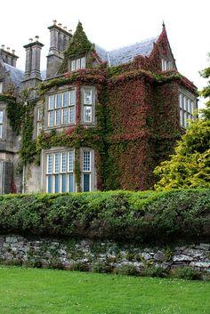 Muckross House near Killarney, Co. Kerry, Ireland (by José Ramón de Lothlórien).