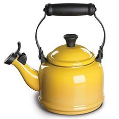 yellow kettle//`$49.00 want one for my kitchen