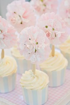 Spring cupcakes. Reminds me of my childhood birthday parties.