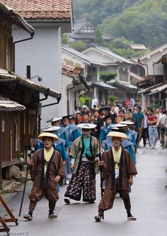https://flic.kr/p/fJAhio   Daimyo's Procession 大名行列   It was an event at summer festival at Iwamiginzan. It is a world heritage site in Shimane, Japan. 島根県大田市 石見銀山 天領さん祭りにて