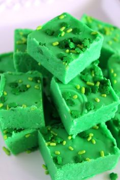 Smooth and creamy fudge is given a fun twist for St. Patrick's Day by turning it green and topping with lucky sprinkles. Saint Patrick's day is around the corner and I love such a festive Fudge Recipes, Candy Recipes, Dessert Recipes, St Patrick Day Treats, Oh Fudge, St Patricks Day Food, Saint Patricks, Delicious Desserts, Yummy Food