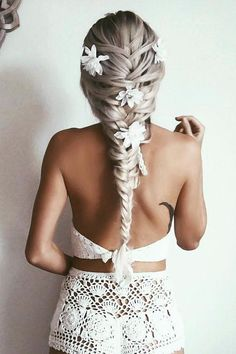 Flower Braid on the beautiful @emilyrosehannon  who is wearing Ash Blonde #LuxyHairExtensions <3