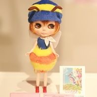 Another Junie Moon Blythe doll cosplaying みつばちハッチ (Hutch the Honeybee).