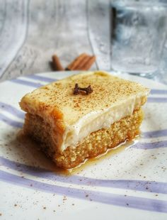 Semolina cake infused with mastic and drenched in syrup topped with creme patisserie! The BEST politiko Thessalonikis Greek Sweets, Greek Desserts, Turkish Recipes, Greek Recipes, Greek Cake, Cypriot Food, Cake Recipes, Dessert Recipes, Dessert Ideas