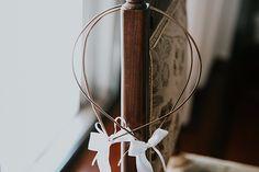 Ρομαντικός γάμος με λευκά άνθη και vintage λεπτομέρειες   Μαρία & Κωνσταντίνος - Love4Weddings Wedding Wreaths, Vintage Flowers, Unique Weddings, White Flowers, Rose Gold, Romantic, Mirror, Silver, Home Decor