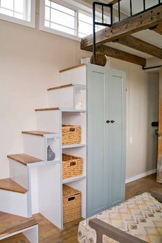 Smart Tiny House Loft Stair Ideas - Page 11 of. - Smart Tiny House Loft Stair Ideas – Page 11 of 55 Balken und Metall Geländer + steile Stieg - Tiny House Loft, Tiny House Stairs, Loft Stairs, Tiny House Living, Tiny House Plans, Tiny House Design, Stairs For Attic, Mezzanine Loft, Tiny Loft