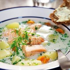Perinteinen lohikeitto // Traditional Salmon Soup Food & Style Hanna Partanen Photo Toni Härkönen Maku 5/2007, www.maku.fi