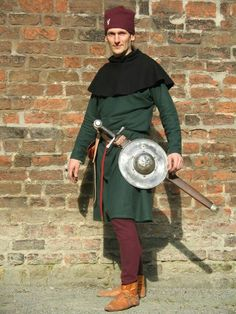 The Reenactor's Porn Historical Costume, Historical Clothing, Character Portraits, Character Art, 14th Century Clothing, Late Middle Ages, Medieval Costume, Body Shots, Arm Armor