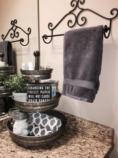 Master bathroom decoration ideas 45 Spectacular Farmhouse Bathroom Decor Ideas That Inspire You Small Bathroom Storage, Bathroom Counter Organization, Bathroom Counter Decor, Kitchen Decor, Decorating Small Bathrooms, Kitchen Storage, Small Spa Bathroom, Spa Master Bathroom, Tiny Apartment Decorating