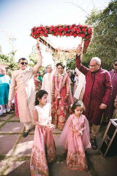 Photographer - The Bride Anoli! Wedding Mandap, Desi Wedding, Wedding Stage, Wedding Photoshoot, Bride Entry, Indian Marriage, Hindu Bride, Indian Wedding Planning, Bridal Poses