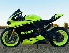 Change the neon color and this scheme would be savage. Yamaha Bikes, Ducati Motorcycles, Custom Motorcycles, Moto Bike, Motorcycle Bike, Moto Ducati, Motorcycle Quotes, Motos Retro, Motos Honda