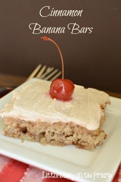 Cinnamon Banana Bars are anything but the ordinary thanks to the addition of cinnamon. Cinnamon cream cheese frosting really is the icing on the cake! Top it off with a cherry and you will almost think you have a banana split! Cookie Brownie Bars, Cookie Desserts, Just Desserts, Delicious Desserts, Dessert Recipes, Cinnamon Cream Cheese Frosting, Cinnamon Cream Cheeses, Banana Recipes, Brownie Recipes