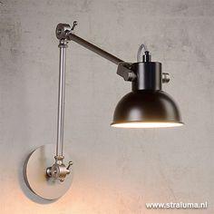 stoer én gelijktijdig ook nog iets klassiek. Al met al een wandlamp die in Desk Lamp, Table Lamp, Lighting, Home Decor, Homemade Home Decor, Table Lamps, Lights, Lightning, Decoration Home