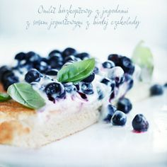 Fluffy blueberry omelette with a white chocolate yogurt sauce (Recipe in Polish) Omelette, Chocolate Yogurt, White Chocolate, Yogurt Sauce, Angel Food Cake, Something Sweet, No Bake Desserts, I Love Food, Food Inspiration
