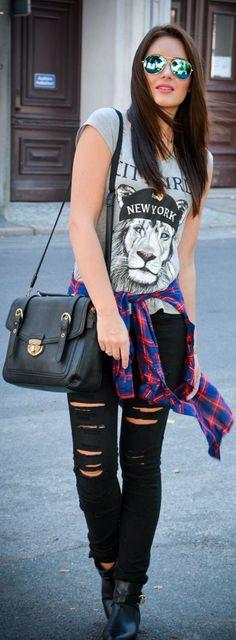 H O P E #remera con estampa # jeans negro roto #looks particular y con todo el estilo de locura propia