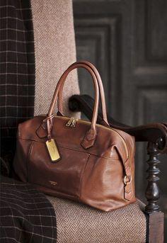 Sienna brown leather duffle handbag #handbag #bag #dufflebag