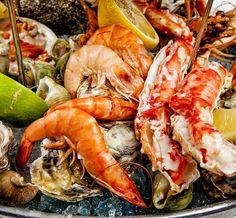 Свежие морепродукты в магазине Poseidon подготовлены по нашими собственными уникальными рецептам. Меню из морепродуктов включает: лосось, крабы, устрицы, креветки и многое другие деликатесы.