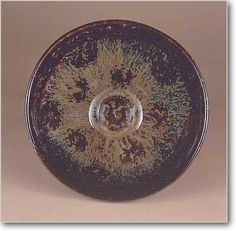 鼈甲釉龍紋碗  口径12.2cm、高6cm  [宋時代] A.D.12~13世紀   吉州窯  Bowl, stoneware decorated inside with dragons patterns.   Covered with mottled iron black and yellowish glaze.   Sung Dynasty  12th-13th century.  Chi-chou ware   M.D. 12.2cm, H. 6cm   見続けても何度見ても見飽きない物が中華文物にはある。ある時からどんどん変わって行く自分を発見し、それが自覚へと認識する。こんな力が中華文物にはあるのかと。そうや、これが教育とちゃうやろか?