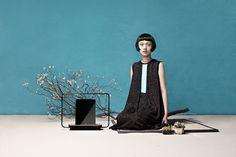 Le designer Yi-Ting Chen a conçu un objet design pour poser les iPhone et iPad chez soi : la Urban Cage. Avec la forme d'une cage d'oiseaux, le designer a créé différents modèles sur pieds ou qui peuvent se suspendre comme un cintre. Les photos sont signées Chang Chieh et les vêtements ont été créés par le styliste Roy Chang.