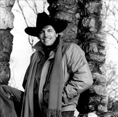 Listen to George Strait Radio, free! Stream songs by George Strait & similar artists plus get the latest info on George Strait! Best Country Singers, Country Musicians, King And Country, Country Boys, George Strait Family, King George I, Passion Music, Listen To Free Music, Cowboy Love