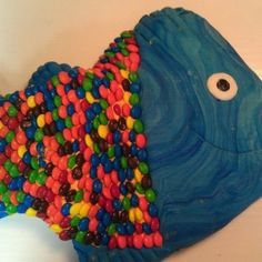 Fish cake Sprinkles, Cake Decorating, Candy, Fish, Pisces, Sweets, Candy Bars, Chocolates