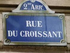 """""""Croissant"""" lesen, aber keins kriegen- in der Rue du Croissant gibt es keine Bäckerei. """"Von Diäten. Und Lügen unter Freunden"""" handelt ein Kapitel in Helene Herz Buch. """"Ich esse alles!""""- auch schon oft gehört und heimlich die Faust geballt? Croissant, Paris, Posters, France, Heart, Book, Montmartre Paris, Crescent Roll, Paris France"""