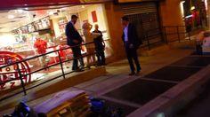 Lady Gaga revela su pezón mientras salía a comprar pizza