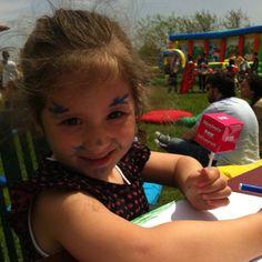 Çocuklar çevre için resim çiziyor