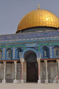 Heading to Israel soon? There were a few things I wish I'd known ahead of time to make my trip a lot easier. Here's my best Israel travel tips! Palestine Art, Make My Trip, Visit Israel, Israel Travel, I Wish I Knew, Holy Land, Banksy, Oh The Places You'll Go, Travel Tips