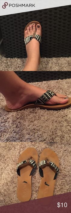Flip flops Reef flip flops with Aztec design on straps. Very comfortable! 😊 Reef Shoes Sandals