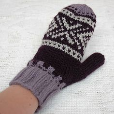 Knitting Patterns Mittens MaJiusvotter til dame (recipe) Fair Isle Knitting Patterns, Sweater Knitting Patterns, Crochet Pattern, Knit Crochet, Free Pattern, Drops Design, Knit Mittens, Mitten Gloves, Drops Cotton Light