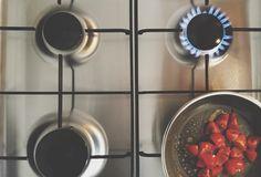 Per pulire a fondo i fornelli senza fatica e senza prodotti chimici, possiamo usare con successo i prodotti d'uso quotidiano che tutti abbiamo…