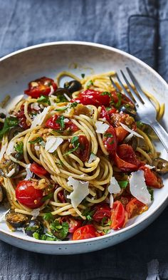 Spaghetti puttanesca Tom Kerridges Fresh Start is just the inspiration you need to get cooking. Make the whole family this salty spicy puttanesca thats packed with flavour. The post Spaghetti puttanesca appeared first on Einfache Rezepte. Vegetarian Recipes, Cooking Recipes, Healthy Recipes, Cooking Videos, Egg Recipes, Cooking Classes, Cooking Tips, Culinary Classes, Vegetarian Italian