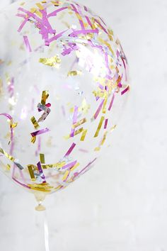 These 21 Unicorn DIY Projects Will Make All Your Dreams Come True 50 Cute + Quirky Thanksgiving Craf Ballons Brilliantes, Glitter Balloons, Up Balloons, Confetti Balloons, Diy Ballon, Unicorn Diy, Diy Photo Booth Props, I Spy Diy, Diy Confetti
