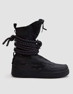 Military-inspired Air Force 1 High Boot in Black. Black High Tops, Black Dark, Tops Nike, Fashion Shoes, Mens Fashion, Fashion Black, Fashion Clothes, Janoski Nike, Online Fashion