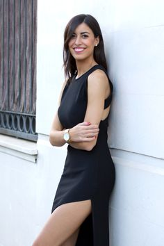 midilema.com | Iced white | Claudia Peris is wearing a sexy black maxi dress with a slit on the side from Revolve, Mintcoast watch, and classic black pumps.