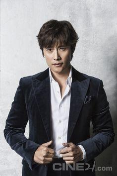 Lee Byung Hun - Cine21 Magazine vol. 1085